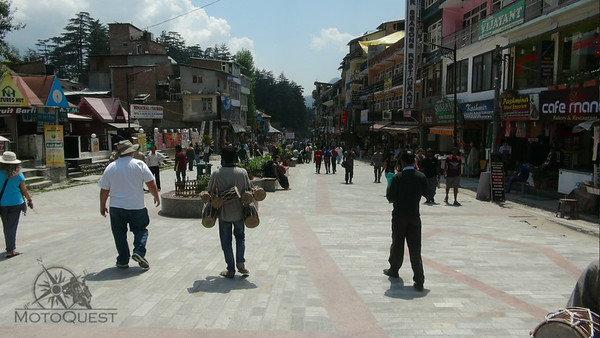 Having a look around in Manali